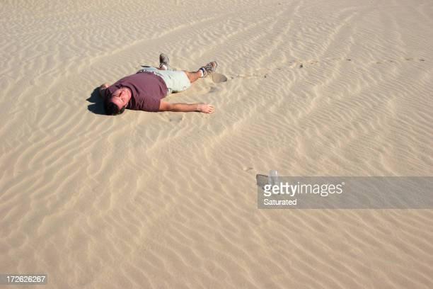 Homme Allongé sur le sable