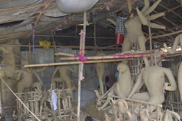 IND: Preparation of Durga Puja
