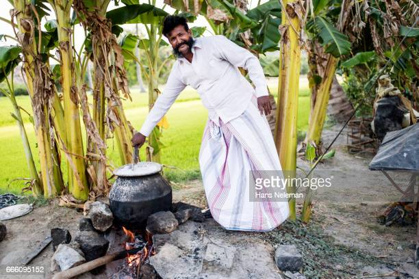 man making food on fire outdoors, india - printed sleeve stock pictures, royalty-free photos & images