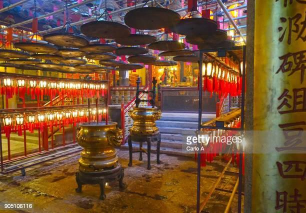 man mo temple in hong kong - man motempel stockfoto's en -beelden