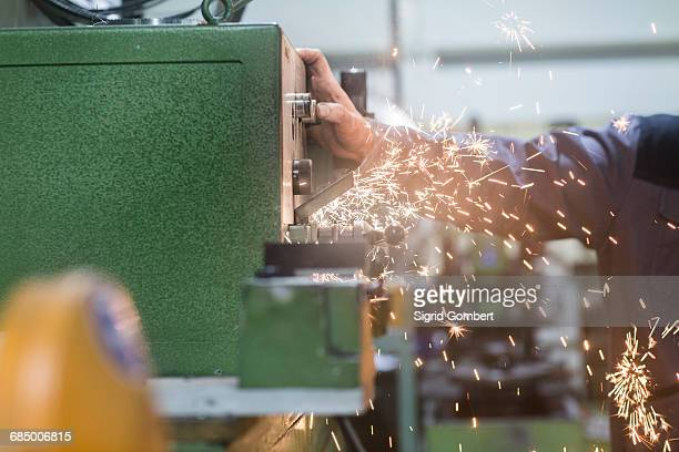 man monitoring grinding machine in workshop - sigrid gombert foto e immagini stock