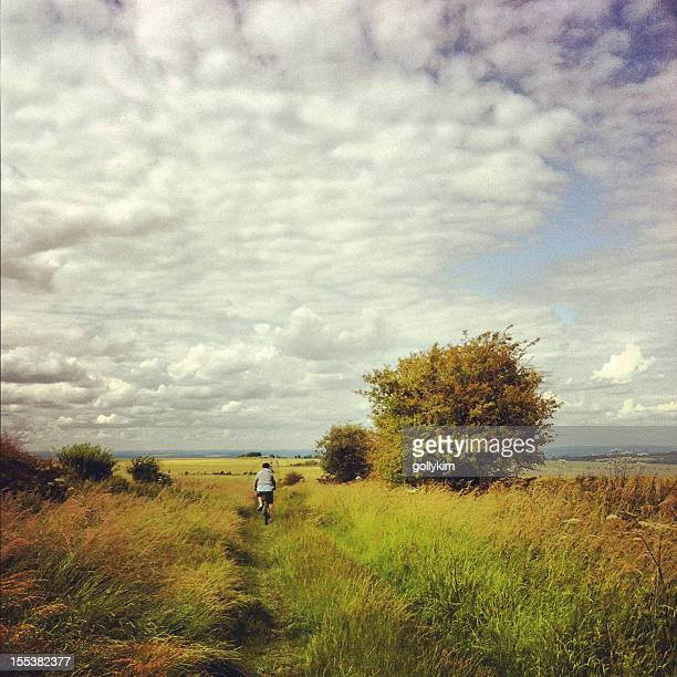 man mountain biking at the ridgeway national trail - oxfordshire stock pictures, royalty-free photos & images