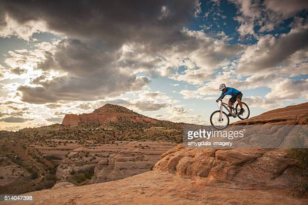 Hombre paisaje de naturaleza viajes de aventura