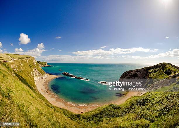 man o war cove in st. oswalds, dorset - s0ulsurfing stock pictures, royalty-free photos & images