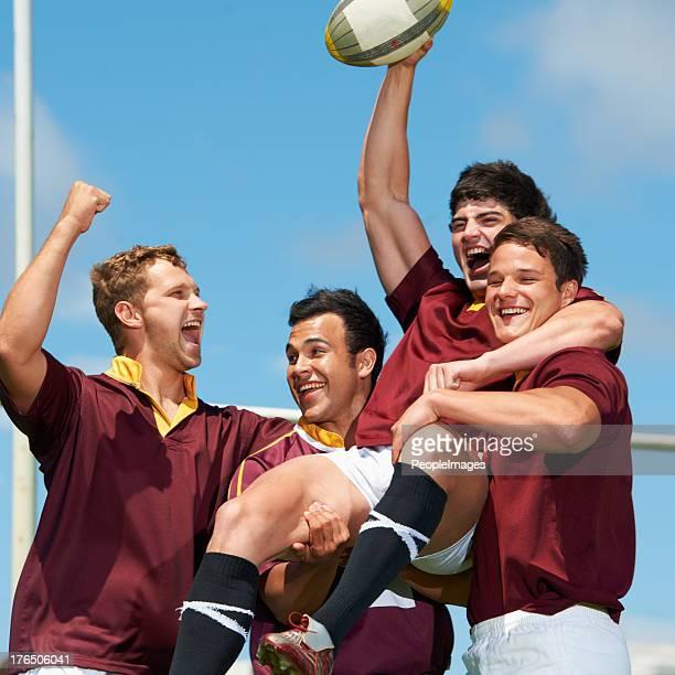 mann, der das spiel! - rugby punktversuch stock-fotos und bilder