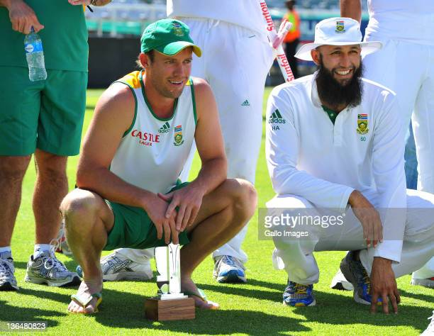 Man of the Series AB de Villiers of South Africa and Hashim Amla during day 4 of the 3rd Sunfoil Test match between South Africa and Sri Lanka at...