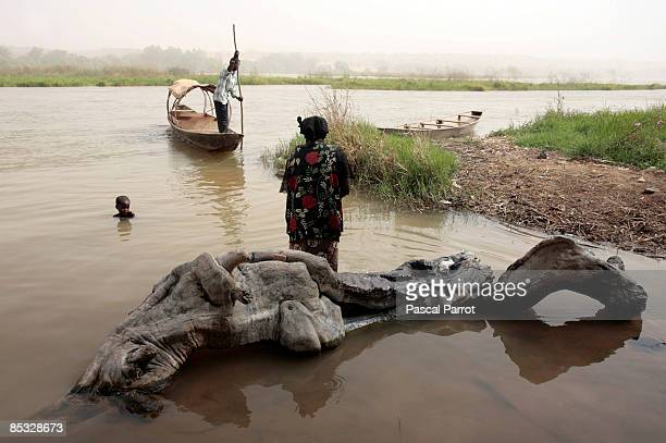 A man on a boat comes to shore on March 6 2009 in Kanazi NigerThe village of 350 people at 30 kilometers downstream Niamey is the only inhabited...