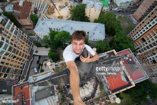 a man on a star on top of a building. - top fotografías e imágenes de stock