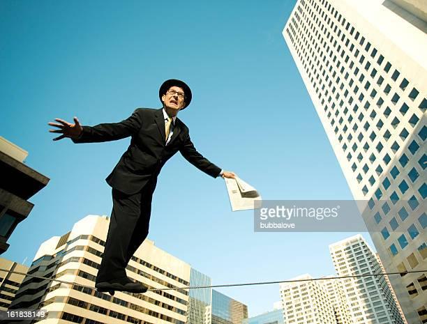 mann auf einem draht - bemühung stock-fotos und bilder