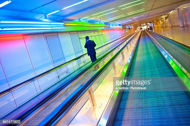 man on moving walkway at munich airport - travolator stock pictures, royalty-free photos & images