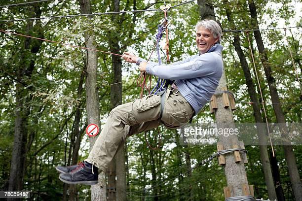 man on rope pulley - sicherheitsausrüstung stock-fotos und bilder