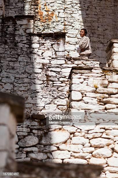 man on stairway at kurjey lhakhang monastery - merten snijders stockfoto's en -beelden