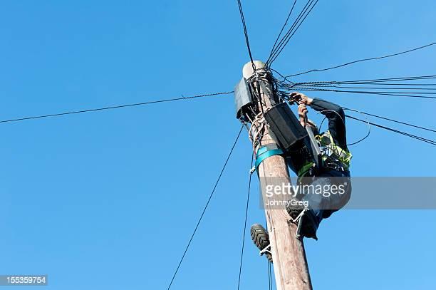 Mann auf Telegraph-Pole-Fels