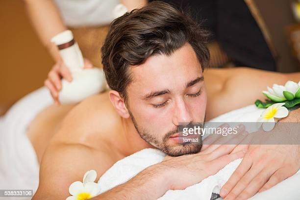 Uomo con massaggio tailandese