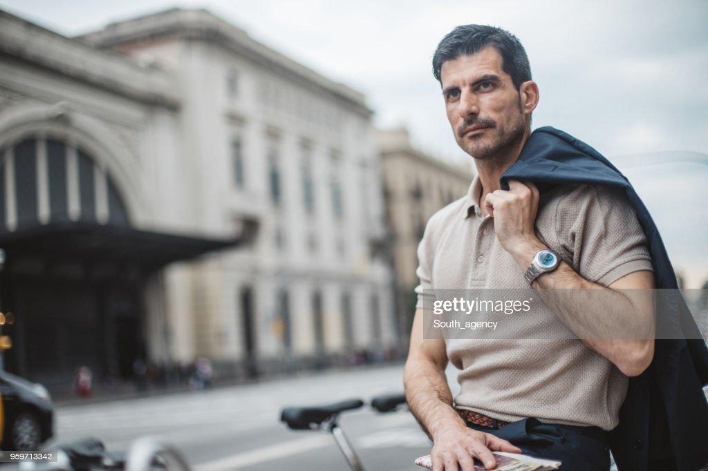 Mann auf dem Stadtstraße : Stock-Foto