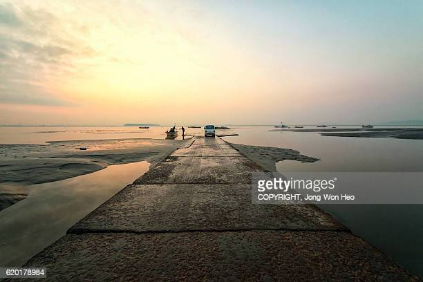 a man on the dock in the early morning - low tide stock pictures, royalty-free photos & images