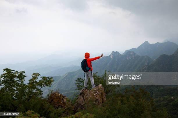 Mann oben auf mountaion
