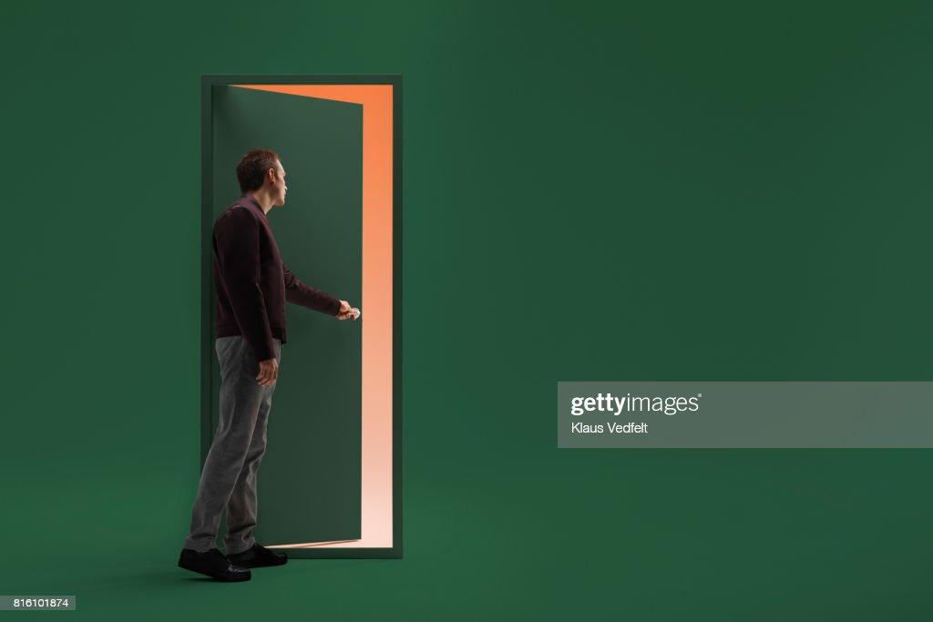 Man opening door in futuristic room : ストックフォト