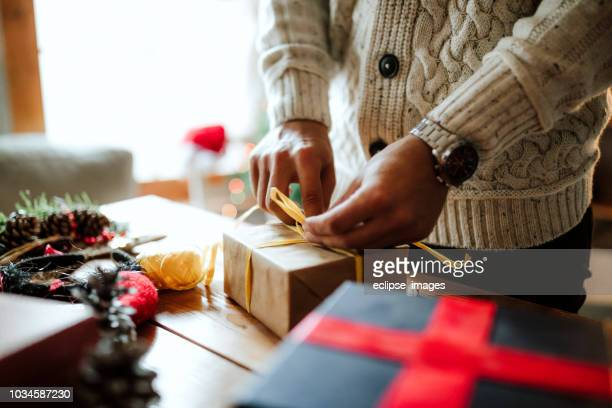 man packing presents - gift box stock pictures, royalty-free photos & images