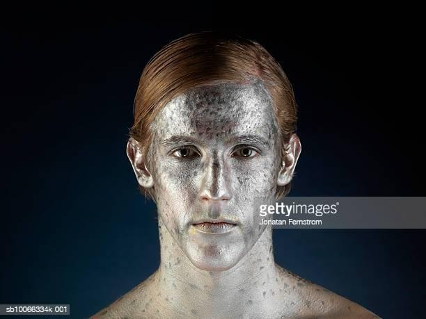 man painted to imitate fish, portrait, close-up - body paint foto e immagini stock