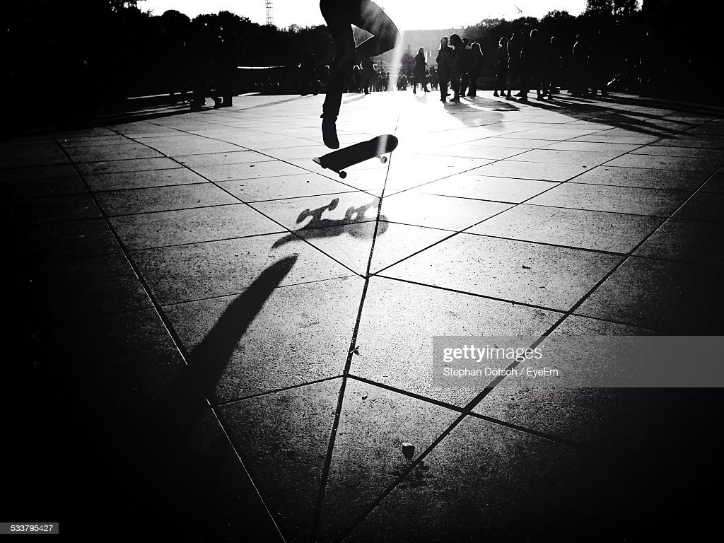 Man Performing Trick On Skateboard : Foto stock