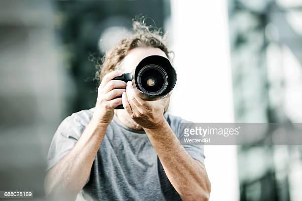man pictures with camera - fotograf stock-fotos und bilder