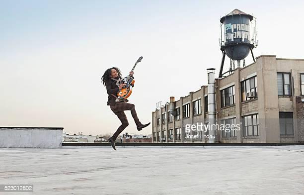 man playing a guitar - musiker stock-fotos und bilder