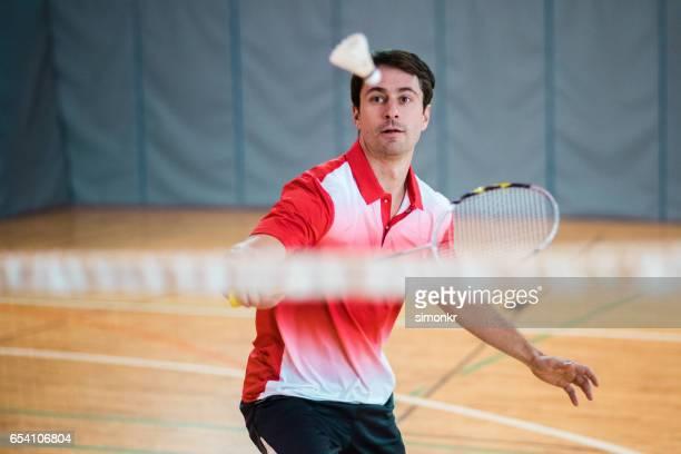 Man Badminton spielen