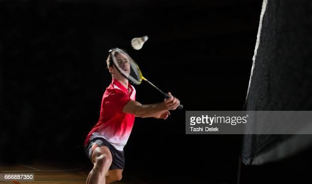 男遊ぶ バドミントン - スポーツ バドミントン ストックフォトと画像