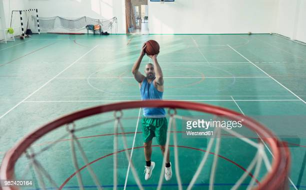 man playing basketball, basketball hoop, indoor - shooting baskets stock pictures, royalty-free photos & images