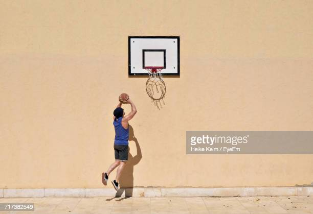 man playing basketball outdoors - scoring a goal stock pictures, royalty-free photos & images