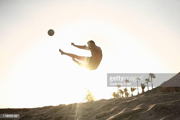 man playing beach soccer - ビーチサッカー ストックフォトと画像