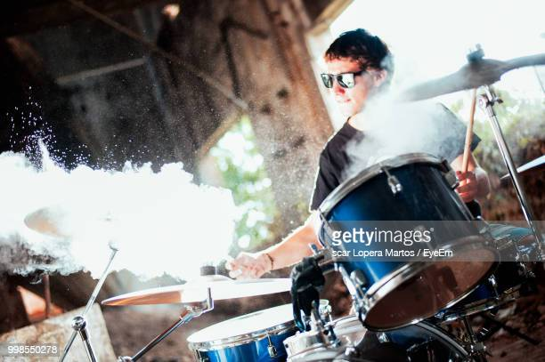 man playing drum - drum percussion instrument stock pictures, royalty-free photos & images