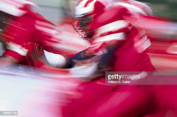 man playing football - halfback american football player stock pictures, royalty-free photos & images