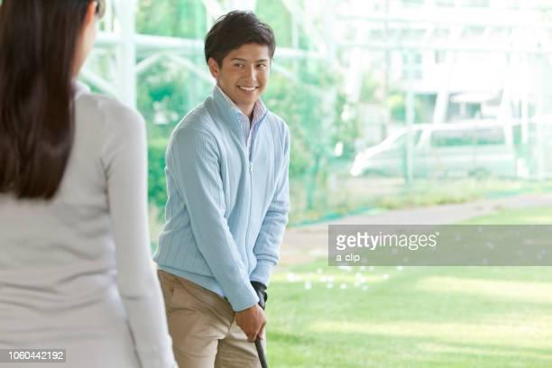 ゴルフをする男性 - sport venue ストックフォトと画像