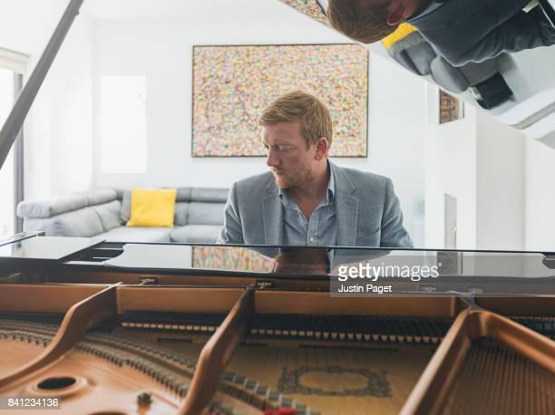 man playing grand piano - ピアノ奏者 ストックフォトと画像
