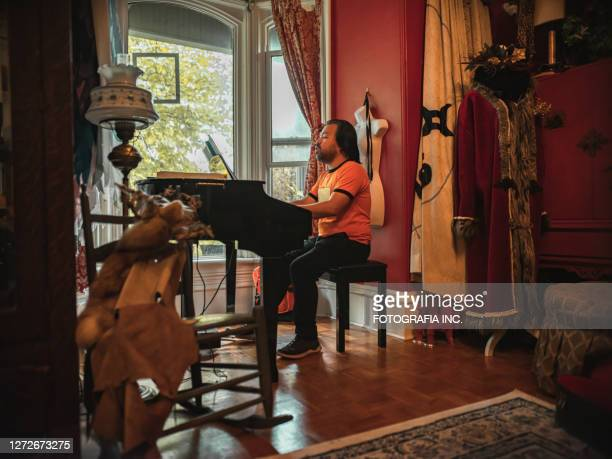 man playing piano and singing - hamilton musical stock pictures, royalty-free photos & images