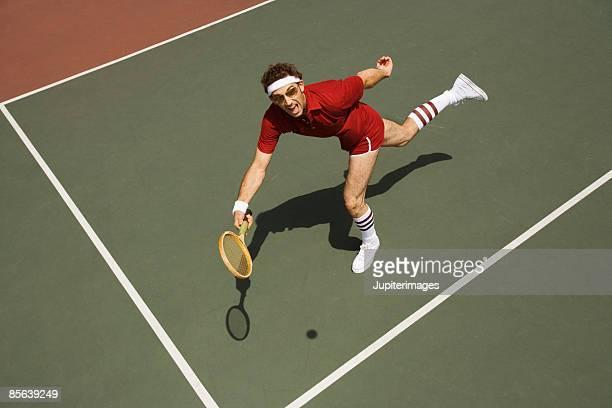 man playing tennis - racket sport stockfoto's en -beelden