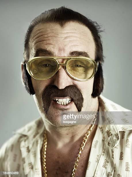 mann portrait mit falschen schnurrbart - künstlich stock-fotos und bilder