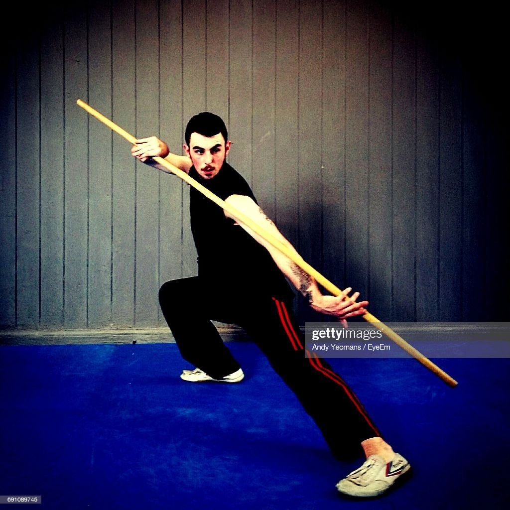 Boy Practicing Kung Fu Stock-Foto - Getty Images