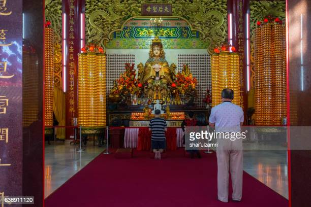 man pray in chinese temple - shaifulzamri stock pictures, royalty-free photos & images