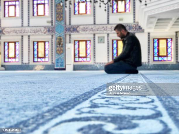 man praying in mosque alone - allah photos et images de collection