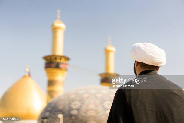 man praying with mosque on background - allah photos et images de collection