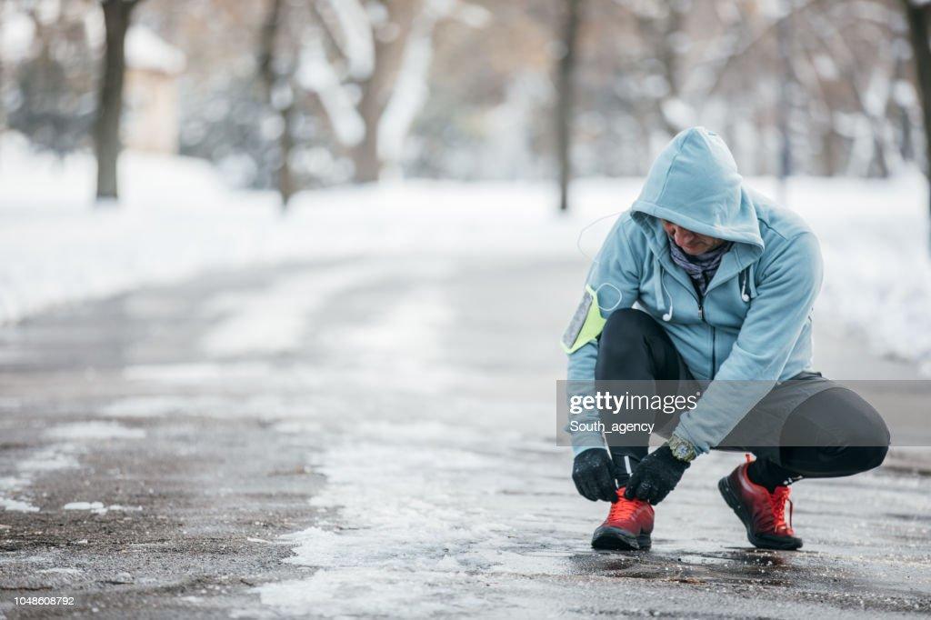 Man preparing for a run : Stock Photo