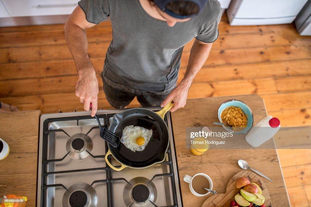 Man preparing healthy breakfast in the kitchen : Stock Photo