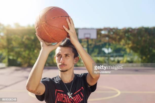 人バスケット ボールを撮影するための準備 - バスケットボールのシュート ストックフォトと画像