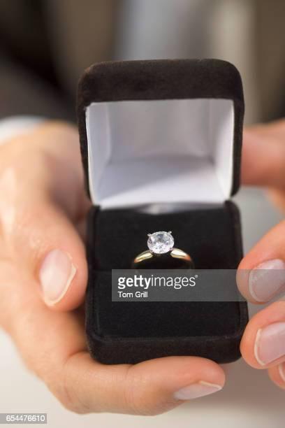 man presenting diamond ring in box - engagement ring box fotografías e imágenes de stock