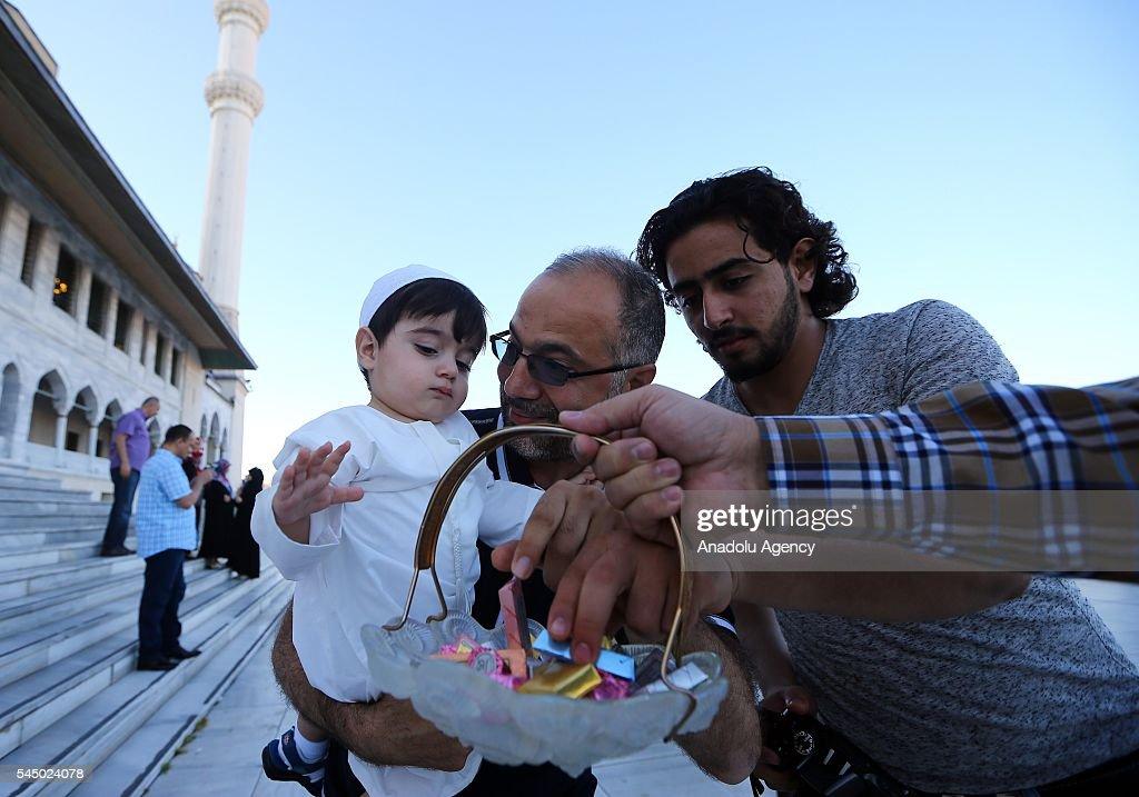 Amazing Turkey 2016 Eid Al-Fitr 2018 - man-presents-candies-and-chocolates-during-the-first-day-eid-alfitr-picture-id545024078  2018_714187 .com/photos/man-presents-candies-and-chocolates-during-the-first-day-eid-alfitr-picture-id545024078