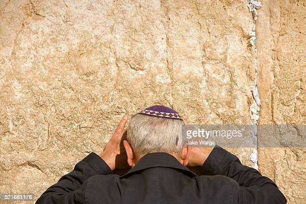 man preying, the western wall, wailing wall or kotel, old jerusalem, israel - jake warga stock pictures, royalty-free photos & images