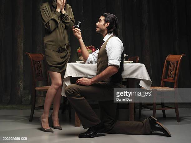 man proposing to woman at dinner table - fidanzato foto e immagini stock